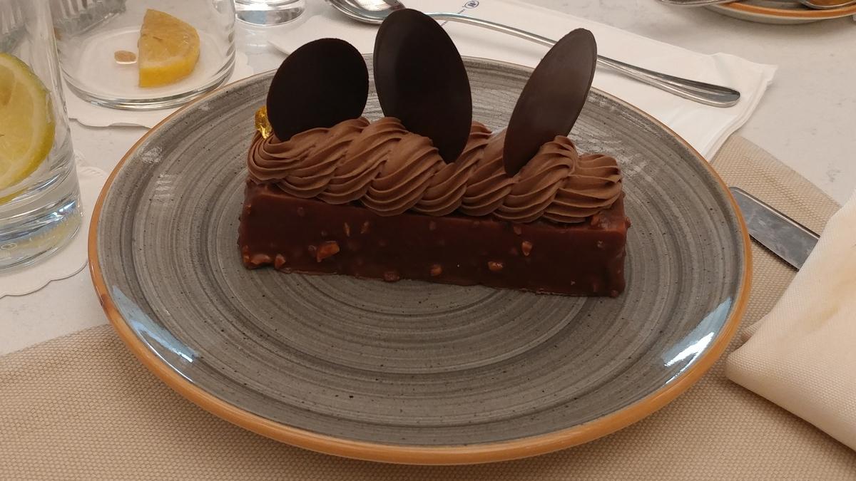 הילטון תל אביב מסעדת הלובי אקלייר שוקולד