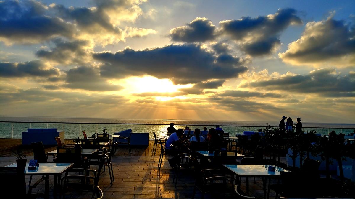 מסעדות כשרות ליד הים - שקיעה ממסעדת הלובי הילטון תל אביב