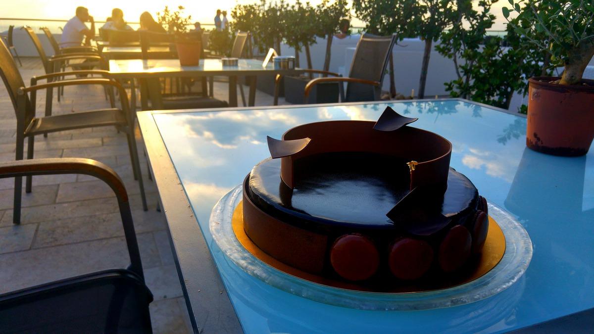 הילטון תל אביב מסעדת הלובי עוגה שלמה למכירה