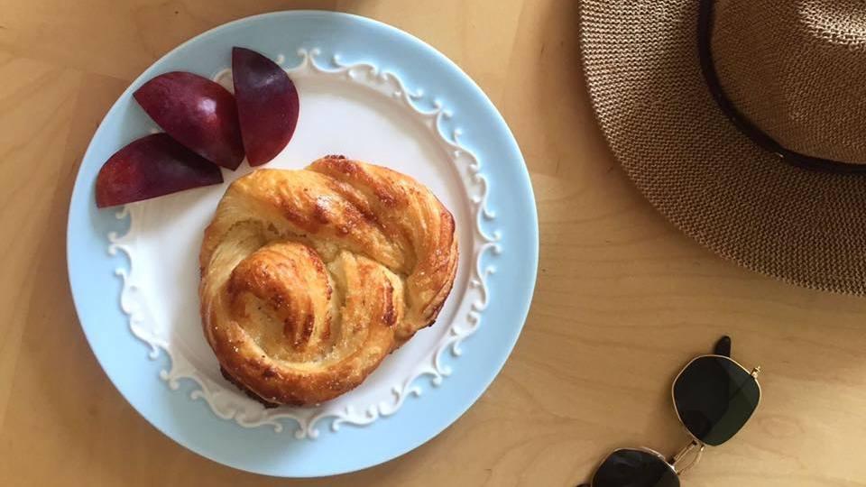 קייק ארט קונדיטוריה כשרה בתל אביב בית קפה כשר בתל אביב מאפה חמאה ושקדים