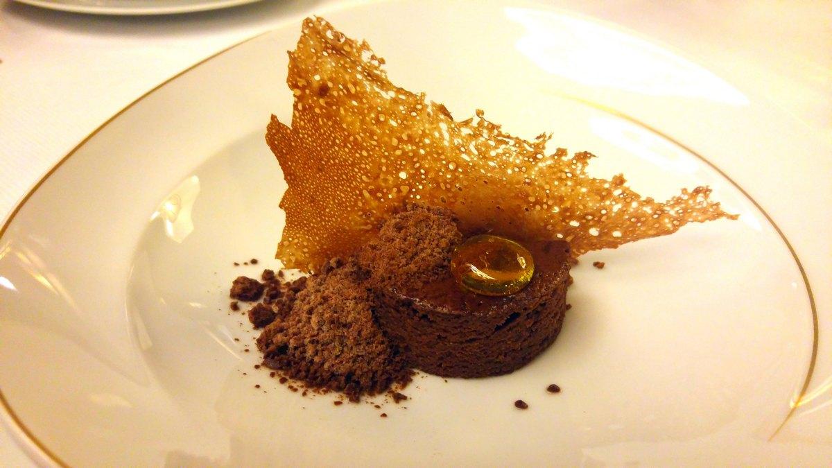 מסעדת לה רג'נס כשרה במלון קינג דיויד מוס שוקולד קציפת שוקולד וקפוצינו סוכריית שמן זית