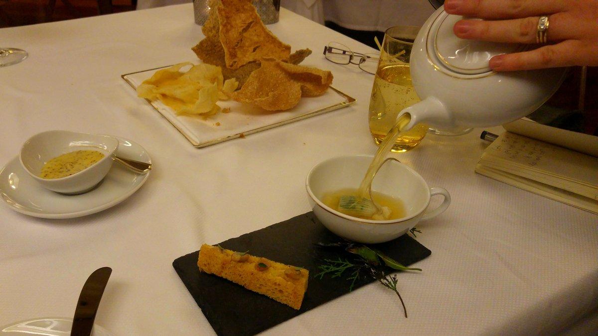 מסעדת לה רג'נס כשרה במלון קינג דיויד קונסומה קרקר מח עצם טימין לימוני