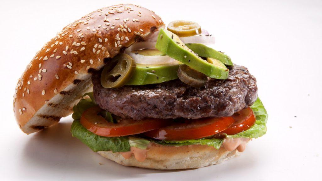 המבורגר עם אבוקדו מנת החורף של בורגרס בר הכשר