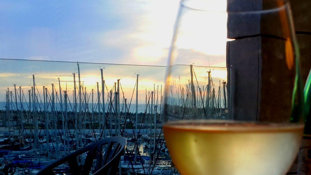 יין לבן כשר מומלץ יינות ישראלים לבנים כשרים