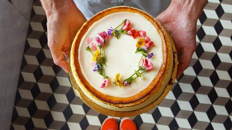 מילק בייקרי קפה וקונדיטוריה כשרה ביפו עוגת גבינה ניו יורק
