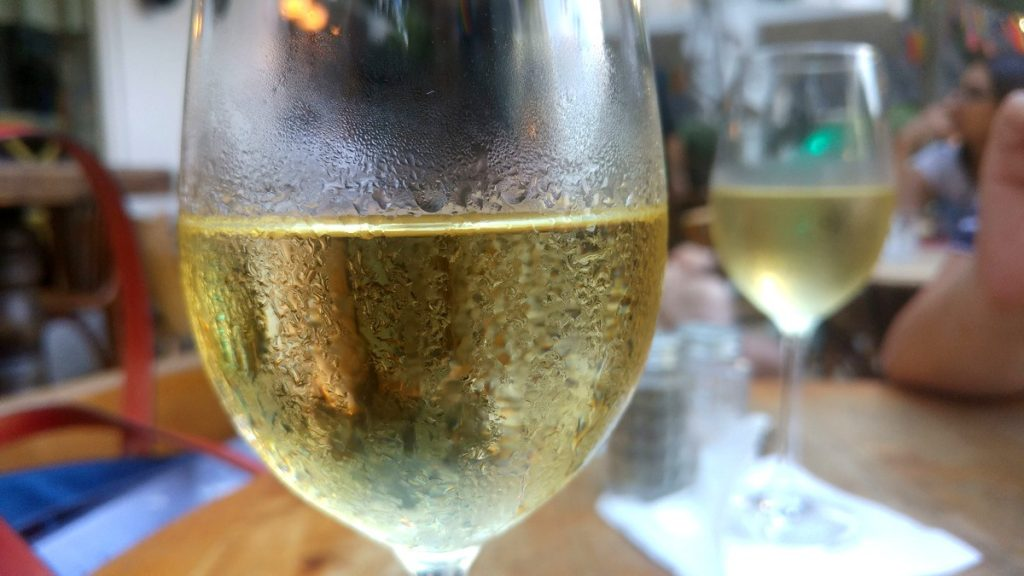 יינות ישראלים מומלצים - יין לבן כשר מומלץ יין רוזה כשר מומלץ
