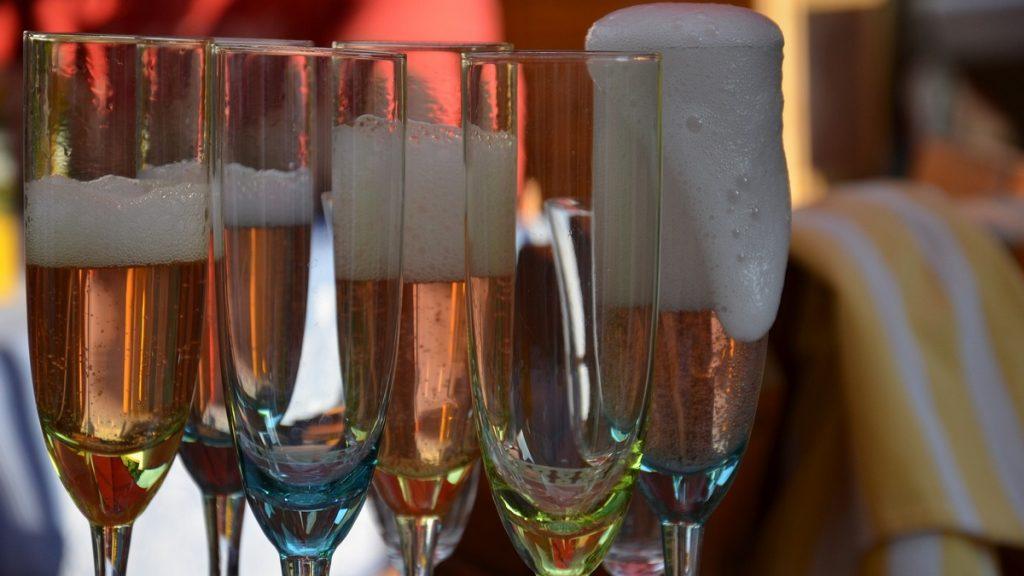 יין תוסס קייצי כשר יינות מבעבעים כשרים