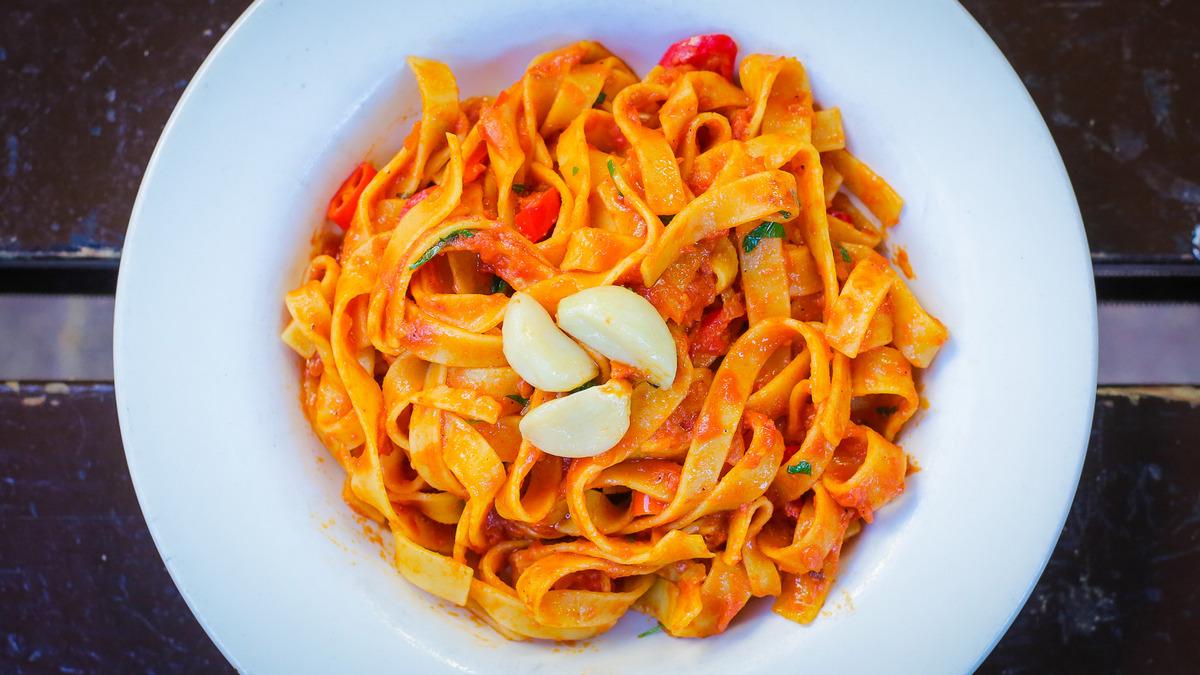 איטלקייה הפכה לכשרה פסטה בסטה רחובות פסטה עגבניות כשרות צהר מסעדה איטלקית כשרה ברחובות