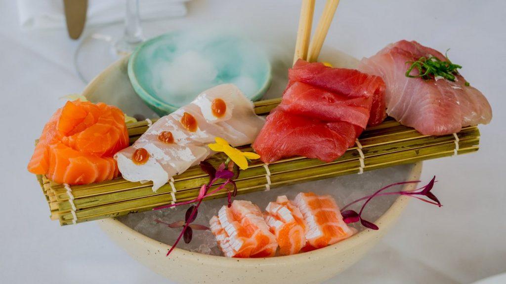מסעדות דגים כשרות על המים מסעדת דגים כשרה בהרצליה סשימי קומבו