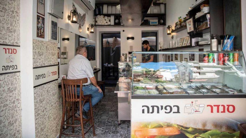 סנדר בפיתה אוכל מהיר כשר בתל אביב
