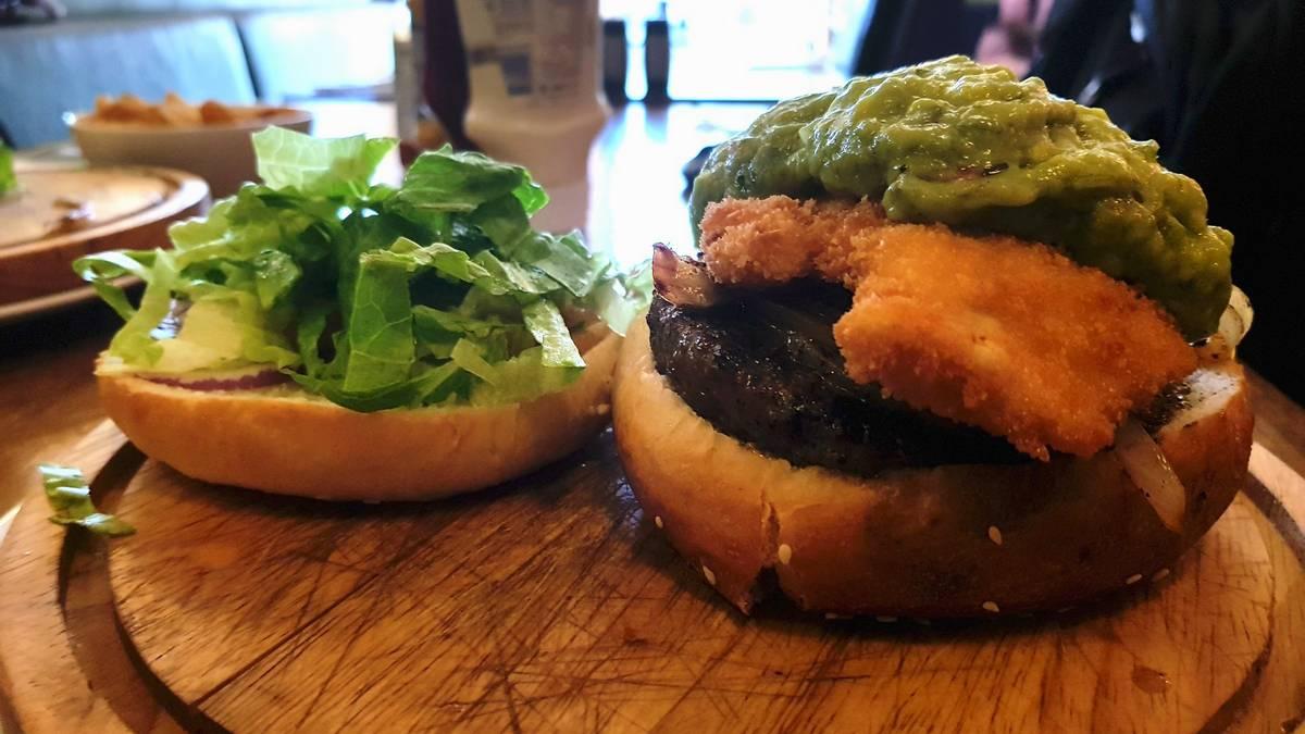 מיט אנד מיט המבורגר כשר מומלץ במודיעין יום ההמבורגר